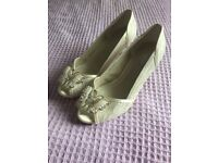 Unworn size 6 wide fit wedding/occasion shoes in cream lace