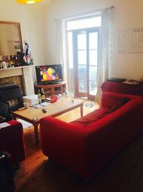 Furnished double room available in professional house-share very near Gloucester Road