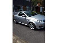 Low mileage 1.8 tigra few age related marks. Leather interior, only lady owners. Great car