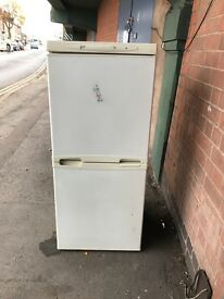 LEC FRIDGE FREEZER MODEL T350WS IN WHITE.