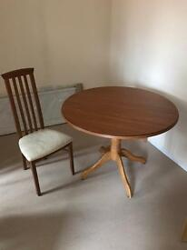 Extendable table & 4 chairs