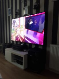 70 inch flat screen tv all the apps internet ect