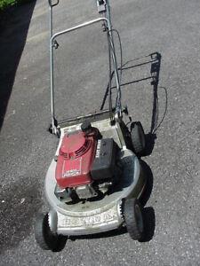 USED-HONDA---HR-214 lawn mower SELF PROPELLED