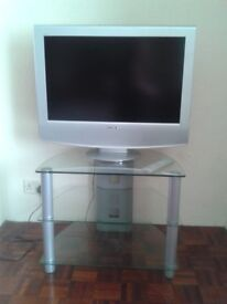 Sony Wega Flatscreen TV-25 inches screen (excluding surround) with remote & glass stand