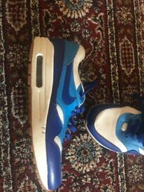 ***VERY GOOD CONDITION LIKE NEW SIZE 7 LADIES TRAINERS***NIKE AIR MAX £45 ONO***