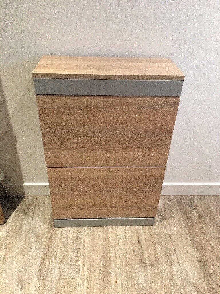 Shoe cabinet in oak finish
