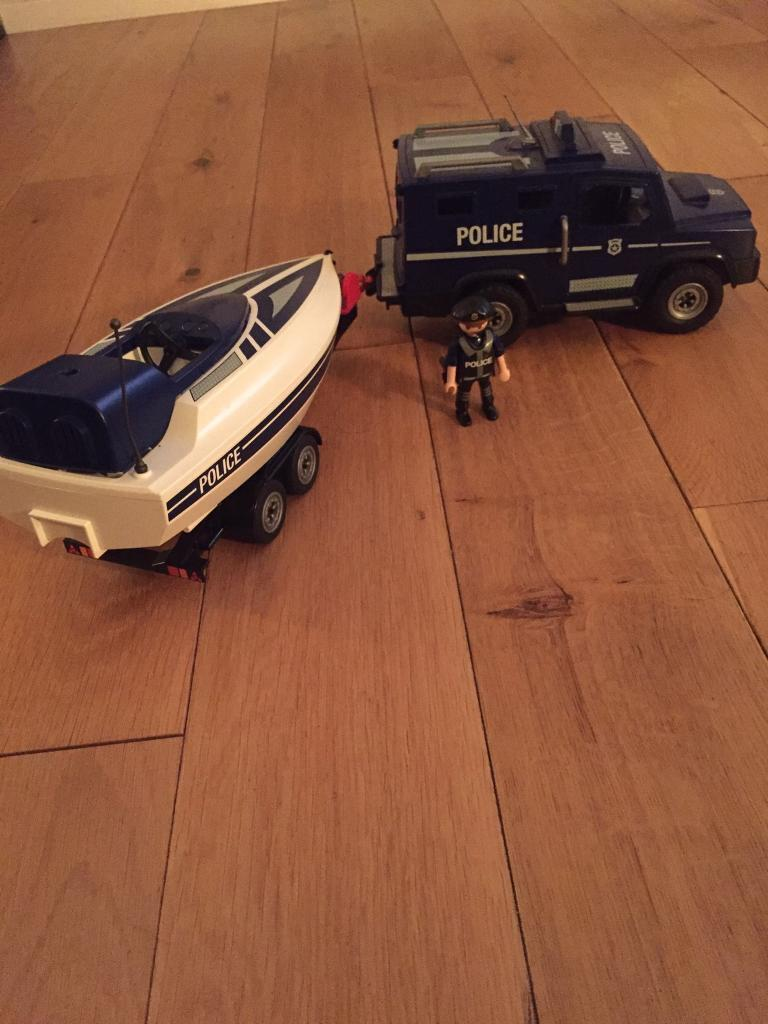 Play mobile police jeep and speed boat set