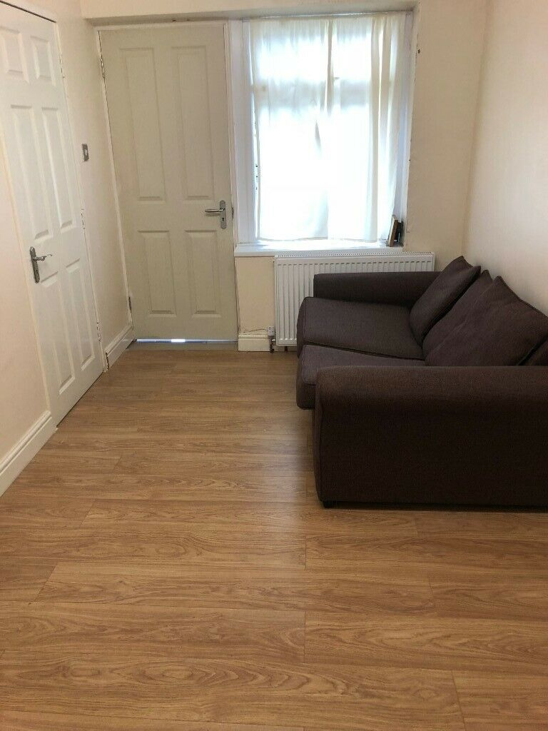 Fully Furnished Studio Flat To Rent Near Canons Park Station