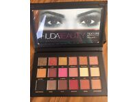 HUDA BEAUTY EYESHADOW 18 COLOURS