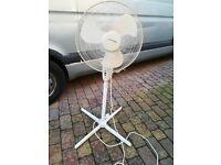 Lloytron Oscillating Standing Cooling Fan