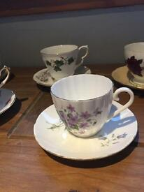 100 x mixed vintage teacups and saucers. Great for wedding.
