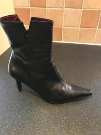 Roberto Vianni Black Ankle Boots Size 6.