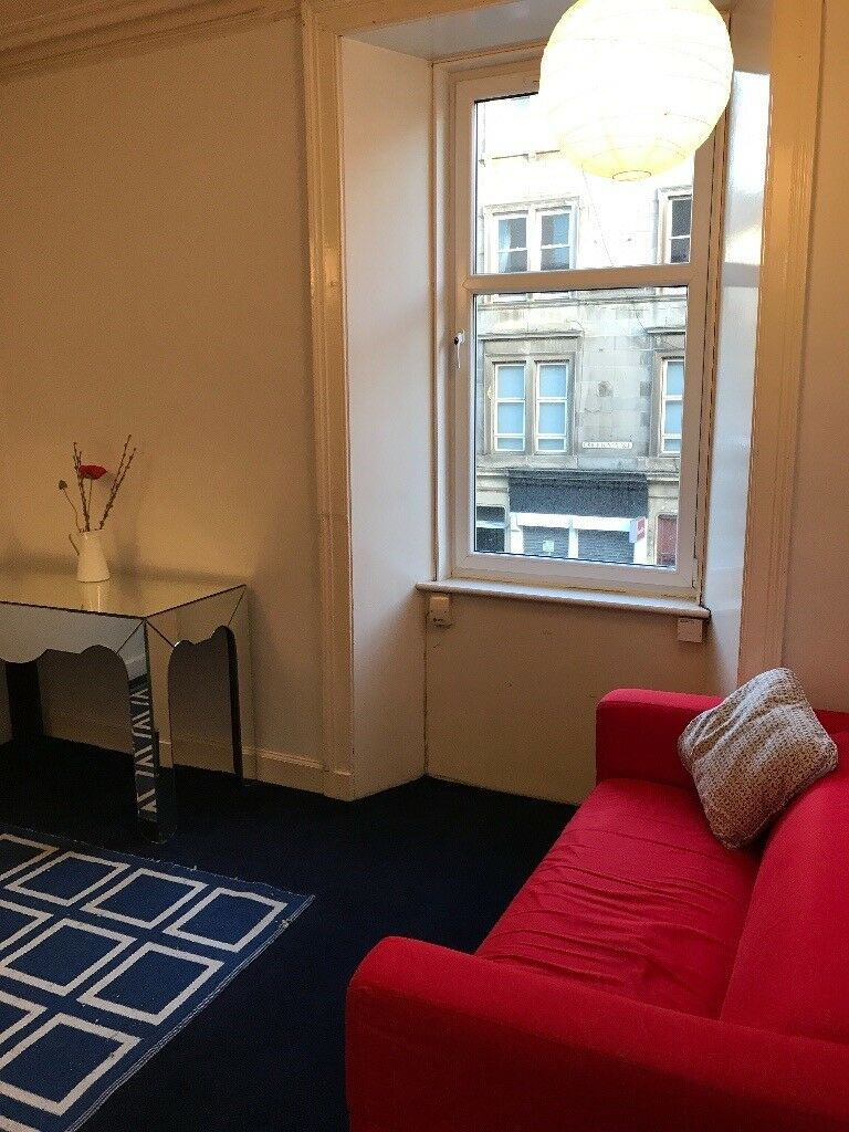 Well presented first floor one bedroom furnished flat