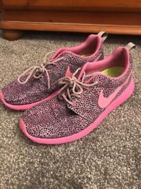 Nike Roshe running trainers Size 7 like new
