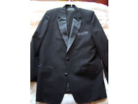 "Mens Dinner Suit M&S, 42"" chest, 32"" waist, 2 yrs old, VGC *BARGAIN* New Years Eve"