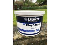 10 Litres Dulux vinyl matt emulsion paint - colour magnolia.