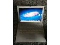 Apple MacBook 4gb