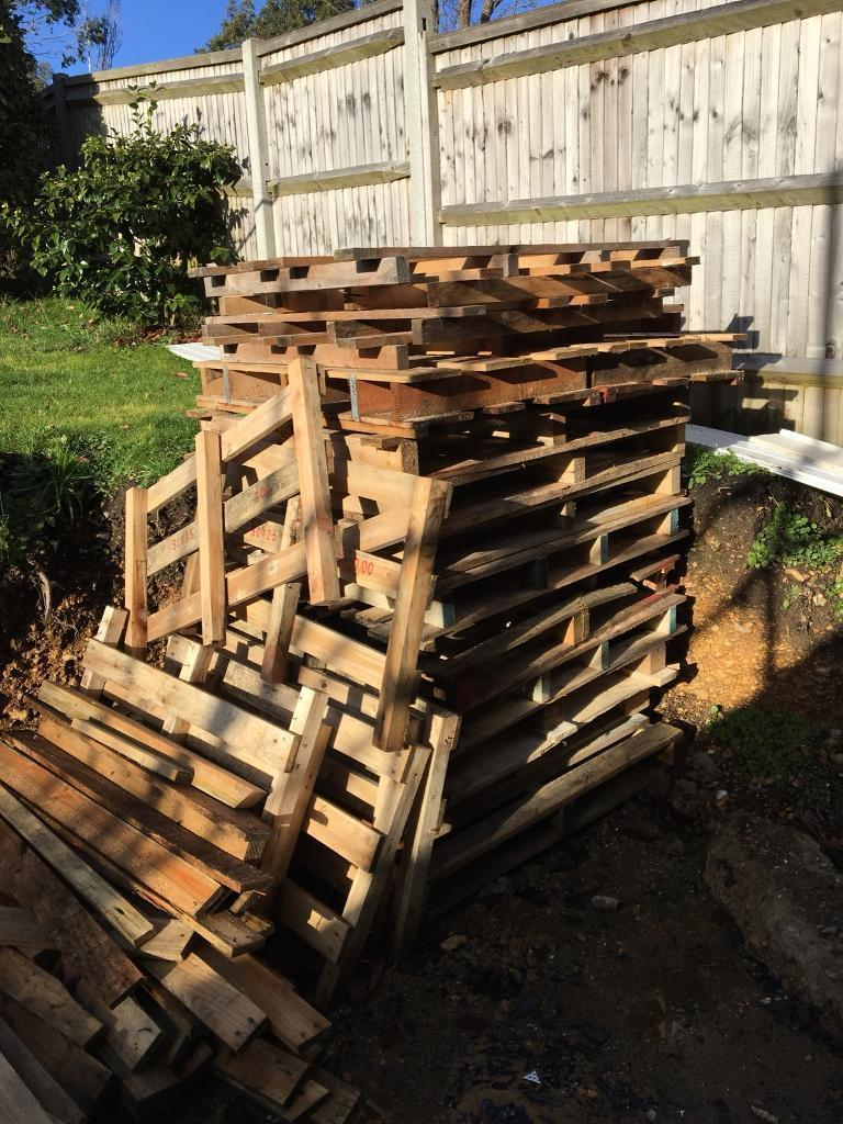Free Wood pallets   in Hamble, Hampshire   Gumtree
