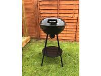 Kettle barbeque - black