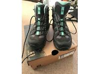 Salomon walking boots GORE TEX 5.5