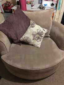 SCS Portland swivel / twister chair. Neutral / mink colour. Local delivery possible