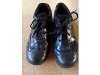 Clarks Black Leather Shoes - Size 6.5 (Adult)