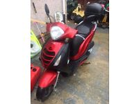 honda ps125i scooter comes with 2 keys,topbox,rain-cover.MOT ends 07/2017,and TAX ends 12/2017