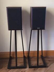 Revolver Beretta speakers and stands