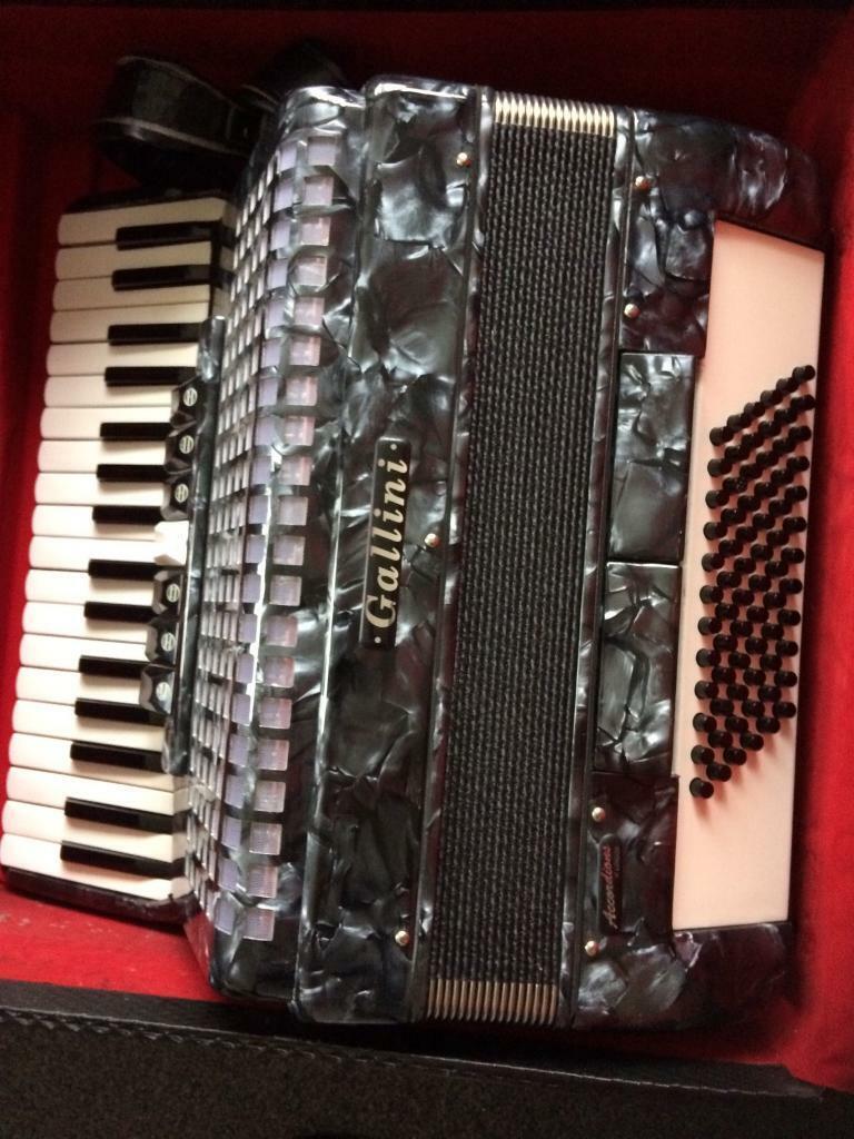 72 bass piano accordion | in Hatfield, Hertfordshire | Gumtree