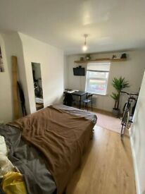 Self contained studio flat to rent in Stratford E15 - part dss accepted