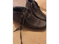 Deakin boots size 9