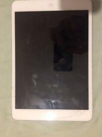 COLLECTION ONLY iPad mini 16gb cracked screen