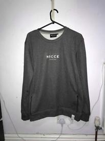 Men's nicce sweatshirt