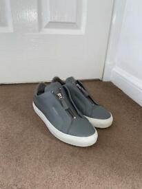 Axel Arigato Grey Zip Size 6