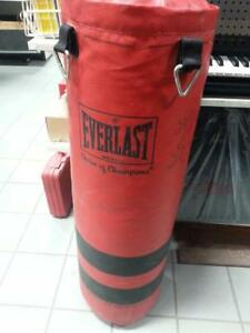 Everlast Punching Bag Set. We Sell Used Sporting Goods. (#38827) JE721467