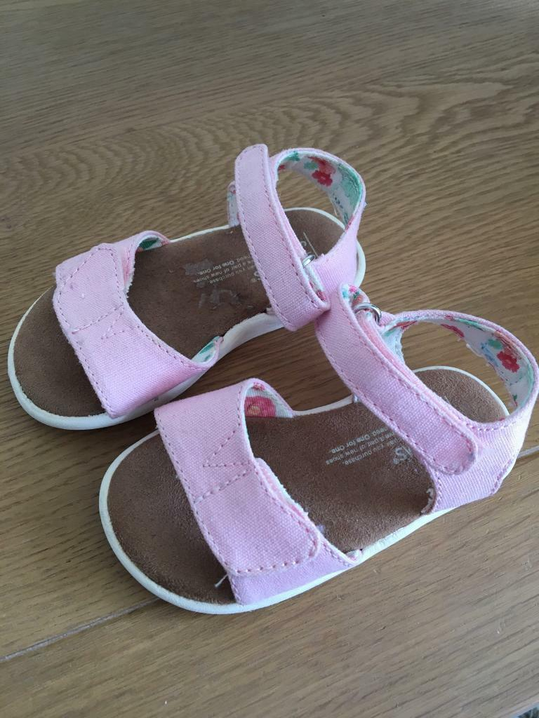 b06194ef09f Toms pink sandals girls size 5