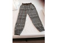SIZE 14/16 BLACK/WHITE LOOSE FITTING PULL UP PANTS