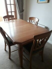 Oak diining table with 6 chairs -