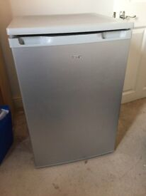 Small fridge - great condition (N2)