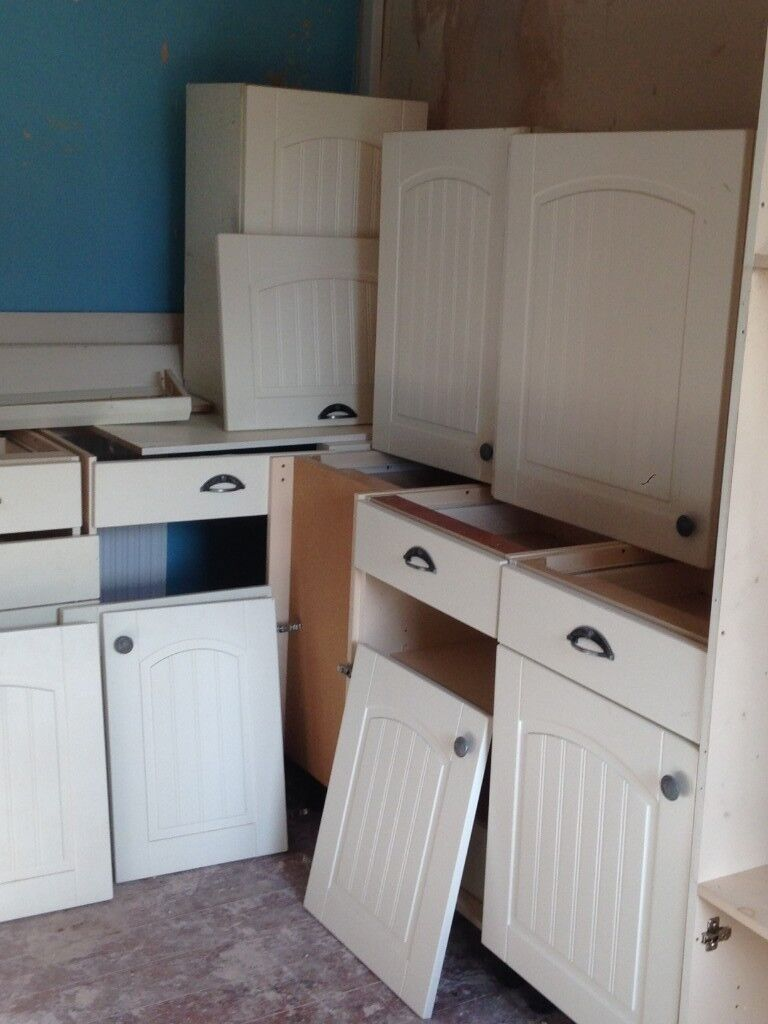 Kitchen Units Off White 5 Base 3 Top Cupboards Oven Unit