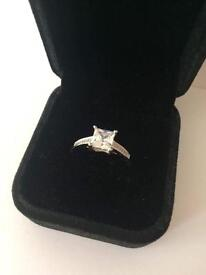 0.5 crt 18 crt white gold diamond ring size O