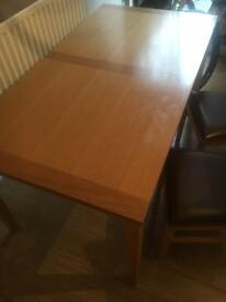 Table an 2 chairs