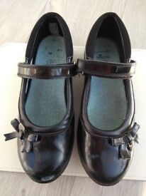 Clarks girls' black shoes size 13.5G - very good condition