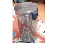 Kitchen bin for domestic waste