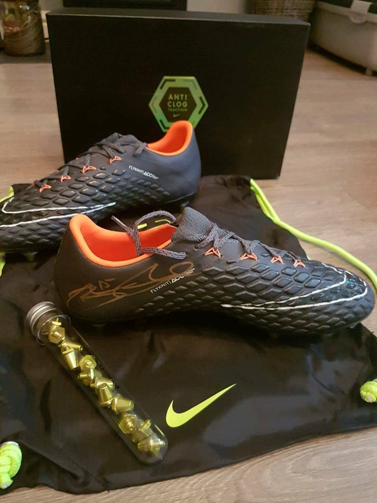 59c5cfeab Hypervenom Nike Phantom 3 Elite SG-Pro Boots 8.5 signed by Daniel Sturridge