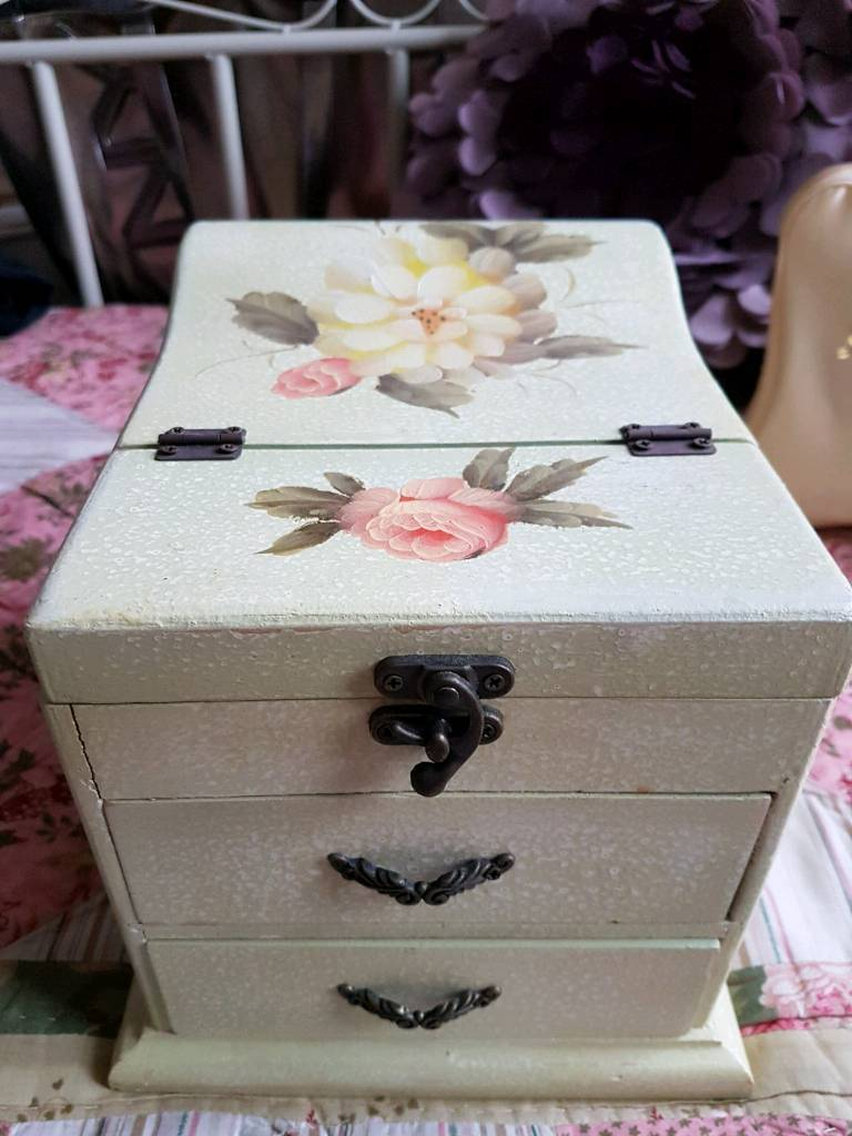 Vintage jewellery box with mirror