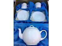 21 piece 'Elizabethan' bone china tea set, Limited Edition. Unused