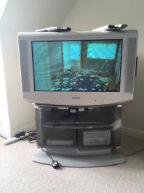 Sony FD Trinitron Wide TV KV-28LS35U with Sony digibox