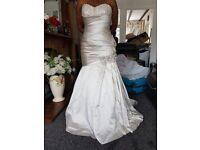 Beautiful Wedding Dress Size 16. Fits l4 - 16. New with tags. Never been worn. £200