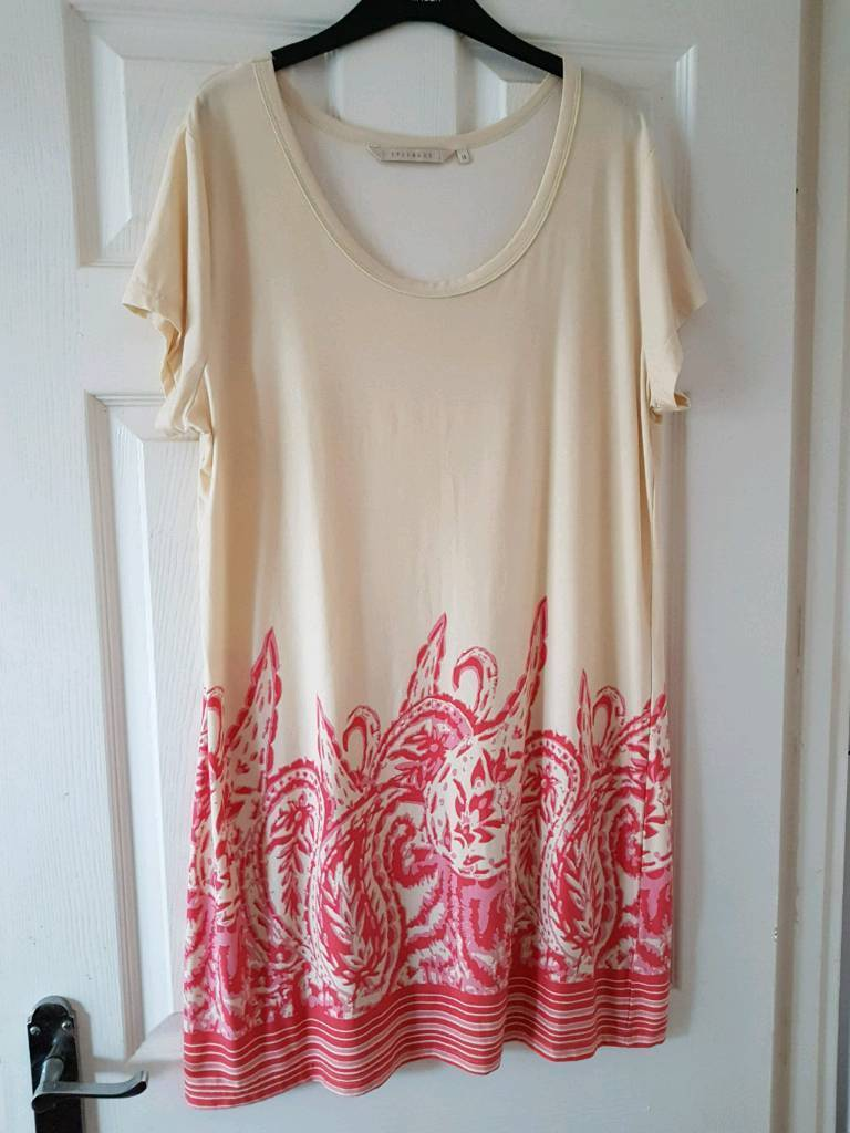 LOVELY LADIES CREAM AND CORAL LIGHT WEIGHT SUMMER DRESS SIZE 18  | in  Blackwood, Caerphilly | Gumtree